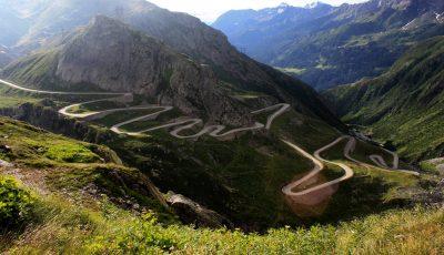 voiture route de montagne